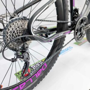 Bicicleta-guayaquil-mtb-montañera-talla-mega-bike-store-bike-shimano-profit-dallas-aro-27.5-acero-negro-morado