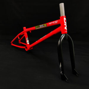 Bicicleta-guayaquil-mtb-montañera-talla-mega-bike-store-bike-shimano-cuadro-ontrail-nemesis-aro-20-acero